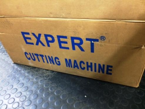 Straight knife cloth cutting machine - Expert KL-829 - 8 inch. Brand new still in box