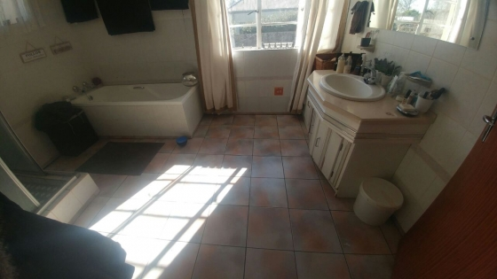 Amazingly Spacious Flat very close to Schools