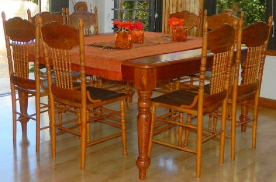 8 SEATER ORIGIN PINE SQAURE TABLE IN PERFECT CONDITION