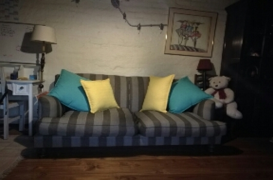 Bargain Beautiful Wetherleys Couch