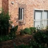 Garden cottage to rent in Bosc