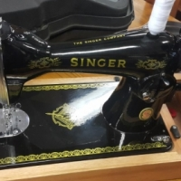 Singer frutonic sewing machine with LED light