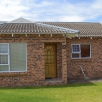 Sherwood - Chino Park - Very neat unit. Move in and unpack condition R695 000