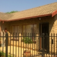 3 Bedroom house. Lapa entertainment/braai area/swimming pool. Orchards Ext 11 Safe area. No pets.