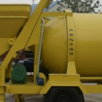 New Tow behind Portable Concrete Mixer with Robin