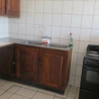 Melville open plan bachelor flat to let for R4100 excl water, pre-paid electricity, secure building