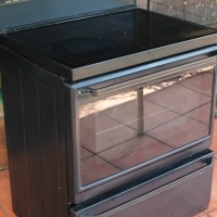 Used Defy Eight Thirty Five Multifunction Thermofan Glass top Stove