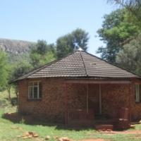 8.5 ha Bergplot met 5 slaap huis 23km wes van Pretoria