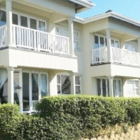 Melville bargain 1 block to the beach - R670 000 2 bed, 2 bath, private sale