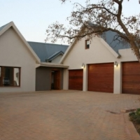 In a Secure Estate with Boating and Aircraft Facilities on the Shores on Hartbeespoort Dam