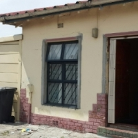 Charming house for sale in BOKMAKIERIE/ATHLONE