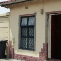 Charming house for sale in ATHLONE(BOKMAKIERIE)