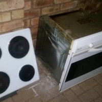 Whirlpool undercounter oven and hob