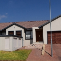Upmarket 3 bedroom house with 2.5 bathroom for sale