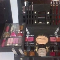 Make up set MC1106 includes