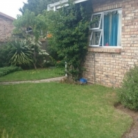 3 bedroom townhouse - close to Lorraine Primary