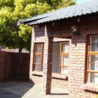 neat clean spacious 3 Bedroom unit for rent double garage & private garden Langenhovenpark BFN