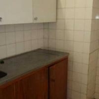 Braamfontein bachelor flat to le on De Korte Street