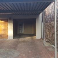 GARDEN FLAT IN BOKSBURG SOUTH