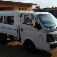 2012 Hyundai H100 2.6 Deck with A/C & Canopy
