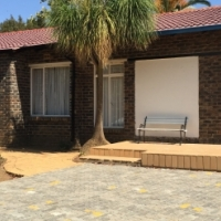 Main house 2 spacious bedrooms 2 bathrooms with flatlet on Dragma Street Strubensvalley