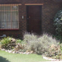 Executive Home with Large fully contained Flat - Sunward Park