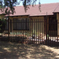 Very Neat House with large Pool  - Sunward Park