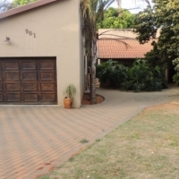 Petfriendly house with decent staff quarters in Strubensvalley