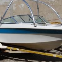 Regal Ski Boat - R90 000.00 Neg