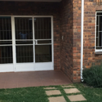 For Rent / To Let Unfurnished 3 bedroom, 2.5 bathroom Duplex in Halfway Gardens, Midrand, Gauteng