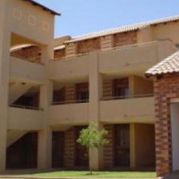 2 bedroom flat to share in Olympus faerie glen(Greenwood complex) R3300