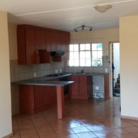 Outeniqua: Lovely 2bed 2 bath ground unit with garden in Modder East