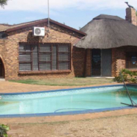 Sunward Park - Spacious 5 Bed, 4 Bath property.