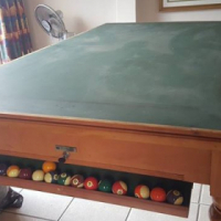Pool Table as new for sale with accessories