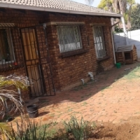 Very neat 3 bedroom house to rent in Pta North, Theresapark