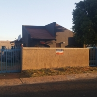 *URGENT* 2 bedroom house available for rent in Mid-Ennerdale R3700.00