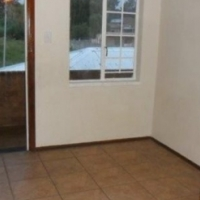 Orange Grove open plan bachelor flat to let for R3100