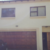 Immaculate townhouse in Woodhill Golf Estate