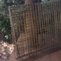 Galvanised wire mesh dog cage. Foldable