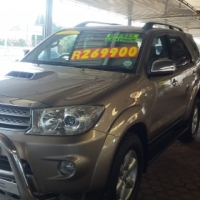 2011 Toyota Fortuner 3.0 D-4D . 5 Speed .7 Seater
