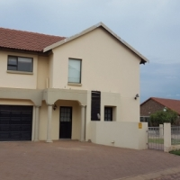 4 bedroom family home for sale in Bronkhorstbaai