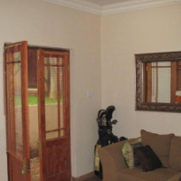 Furnished studio apartment in Julius Jeppe street, Waterkloof for 1 Dec 2016