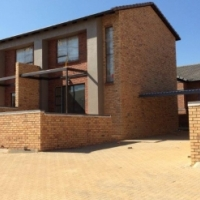 Available immediately - 2 bed unit opposite the new Curro school in Wilgeheuwel