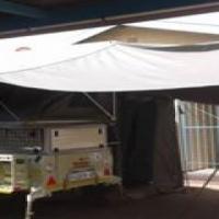 Trailer tent met awning