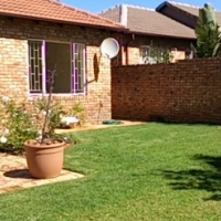 Lovely private townhouse - 2 bed 2 bath + lovely garden