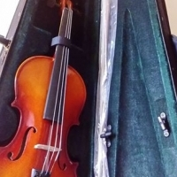 Brand New w/ Bow, Resin and Hard case