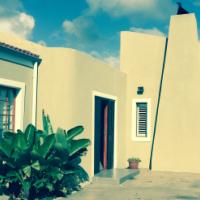 SPACIOUS 5 BED 4 BATHROOM FAMILY HOME – WALK TO BEACH!