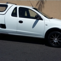 R74 999 - Opel Corsa Utility 1.4i with canopy