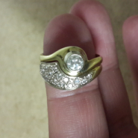 18 carat gold ladies wedding ring, used for sale  Moot