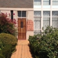 Large 2 bedroom 1.5 bathroom flat with 1 garage and own garden